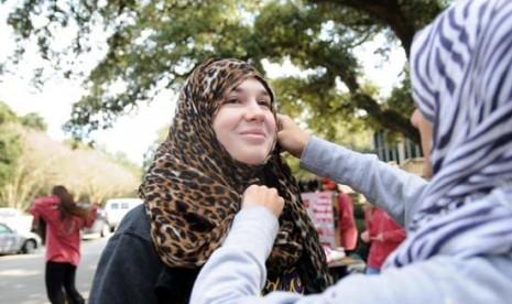 امتحان کردن حجاب در دانشگاه ویرجینیا