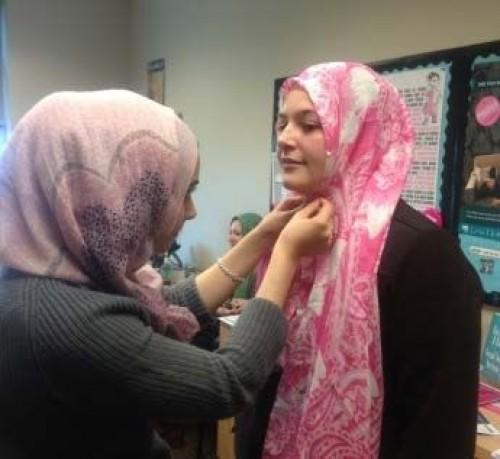 جریان امتحان کردن حجاب