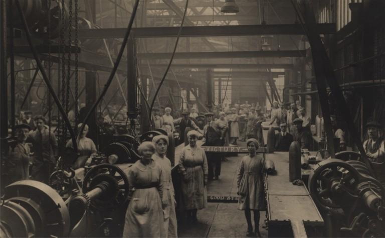 حجاب زنان اروپا در کارخانه ها!